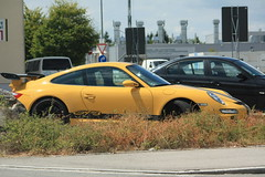 Porsche GT3 (Feuerross) Tags: black car yellow germany mnchen deutschland gelb porsche expensive schwarz garching gt3 gelbschwarz sportwagen porschegt3 luxusauto