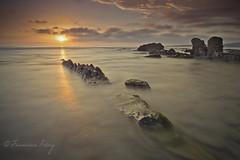 Reflejos dorados. (Francisco J. Pérez.) Tags: mar spain paisaje panoramica cádiz playas puestasdesol tarifa sigma1020mm playasdetarifa pentaxk5 ´franciscojpérez