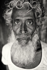 Bangladesh, portrait of old man (Dietmar Temps) Tags: asia bangladesch bangladesh barisal beard bengali culture ethnic ethnie ethnology face naturallight oldman outdoor people portrait southasia streetphotography tradition traditional whitehair eyes