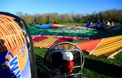 Balloon Travel (Mishimoto) Tags: balloon travel hot air alphen fan inflating