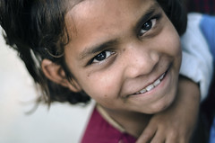 முகம் (Kals Pics) Tags: face portrait happiness smile cwc chennaiweekendclickers roi rootsofindia life people travel nagladevjit agra uttarpradesh india girl kid happy expressions grin eyes nagladhimar kalspics