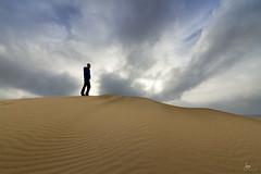 Dune (Iurgi.) Tags: sunset amanecer dunas dune autorretrato selfportrait corralejo fuerteventura nubes clouds arena sand iurgi inda