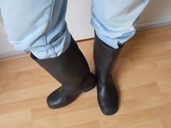 HEVEA  Acifort  zwart  gebr  012 (stevelman14) Tags: hevea acifort zwartgroen laarzen zeldzaam poseren indoor