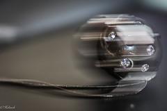 MacroMondays Intentional blur ,boule qui roule (Hélène Baudart) Tags: macromondays intentional blur boule vitesse roule macro 105mn nikon hmm movimiento mouvement