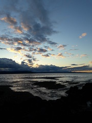 Out going tide, the sun has set, nightfall, mountains, clouds, sky, dark coast, Saltwater State Park, Des Moines, Washington, USA (Wonderlane) Tags: 20170424195848 outtide nightfall mountains clouds sky darkcoast saltwaterstatepark desmoines washington usa outgoingtide thesunhasset
