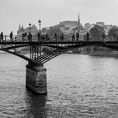 Pont des Arts (xfoTOkex) Tags: white black monochrome france paris pont bridge pontdesarts