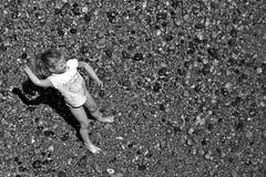 (Luiza Poulain) Tags: uk sea portrait praia beach girl mar brighton retrato united kingdom garota reino unido