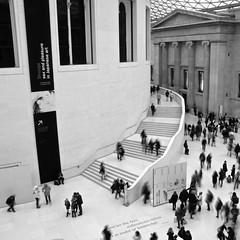 British (Clod79) Tags: uk people bw london art history museum hall arte bn british museo britishmuseum londra biancoenero storia andletthyfeetmillenniumshencebesetinmidstofknowledge clod79