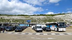 Wachten op de ferry voor de witte kliffen van Dover