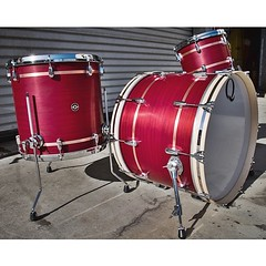 Mahogany is definitely some of our favorite drums to build. Very warm, naturally EQ'd with a nice clean decay. Maple rerings help add a bit of attack. Ox blood red satin stain with real copper inlays. #qdrumco #mahogany #drums #soundattakUK
