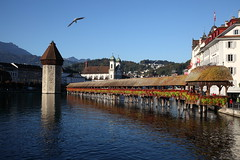 Lucerne Kapellbrcke    (linolo) Tags: bridge river switzerland europa europe swiss luzern chapel lucerne lucerna  kapellbrcke reuss