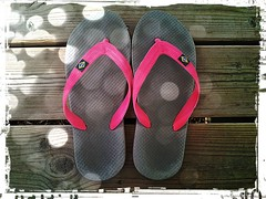 pink holiday france samsung flipflop smartphone flops... (Photo: Peter Jaspers on Flickr)