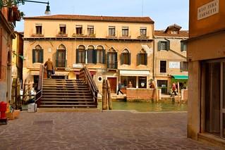 Venice : Ponte Loredan ( agli Morosini )  / Rio Tera Farsetti / Fondamenta dei Ormesini     2/2