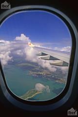 veduta dall'obl, view from the port-hole (paolo.gislimberti) Tags: tanzania indianocean flight aerialview landing volo zanzibar vistaaerea oceanoindiano atterraggio