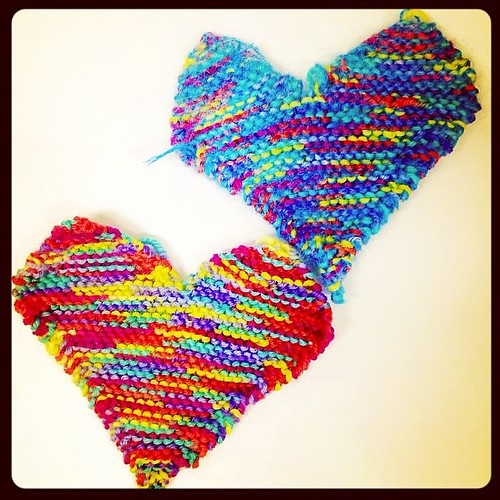 365/178 • it's home time me hearties! • #2014_ig_177 #knitting #hearts #onthetrain #winter #cold #pleaseteleportme