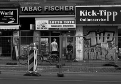 Frankfurt am Main - Bahnhofsviertel - Framed (Picturepest) Tags: people blackandwhite bw monochrome germany blackwhite leute hessen frankfurt streetscene alemania sw schwarzweiss allemagne frankfurtammain germania frankfurtmain strassenszene hesse frankfurtam hassia schwarzweis schwarzweissfotografie schwarzweisfotografie frankfurtamain