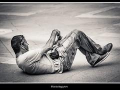 difficile il lavoro del fotografo... (magicoda) Tags: street venice people blackandwhite bw italy white man strange backlight see nikon italia foto photographer candid curioso bn persone uomo voyeur passion fotografia dslr venezia biancoenero controluce strano curios fotografo passione 2014 veneto d300 vedere blackwhitephotos streetphotografy magicoda davidemaggi maggidavide