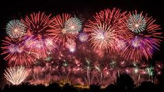 Embrasement de la cit de Carcassonne 2014 (Tnio) Tags: france castle rose night rouge fire 14 cit bleu age chateau juillet nuit carcassonne couleur feu dartifice 2014 panache moyen embrasement