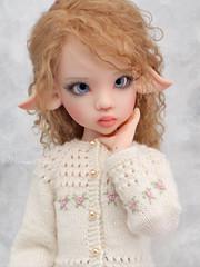 White is absolutely her color! (Maram Banu) Tags: doll bjd kayewiggs msd laryssa white handmade marambanu portrait fairystyle