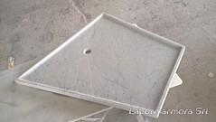 Piatto doccia in marmo bianco su misura