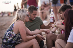 Sunset at Café del Mar, Ibiza (Carlos Ciudad - Portrait Photography) Tags: gente people chica girl mujer woman parejas couples jovenes young juventud youth beber drink alcohol caricia caress touch mano hand charlar chat atardecer sunset playa beach fiesta party pecas natural robado candid grupo group ibiza sant antoni de portmany cafe del mar islas baleares ·balearic islands españa spain europa europe cctrilla