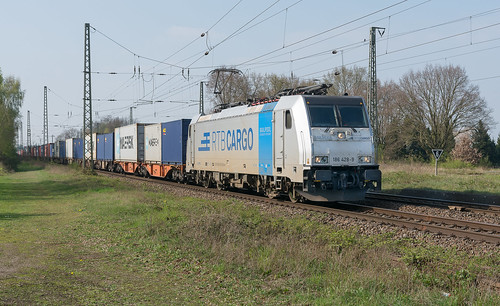 Empel-Rees RTB Cargo 186 428 met containers richting Ruhrgebied