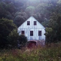 casa colonial (jakza - Jaque Zattera) Tags: instagramapp square squareformat iphoneography uploaded:by=instagram lofi bucólico casa antiga madeira rural