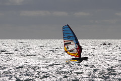 FRA 755 (jaocana76) Tags: strog tarifa cadiz playadeloslances atlantico atlantic oceanoatlantico ocean playa beach contraluz estrechodegibraltar straitsofgibraltar win windsurf windsurfer canoneos7d canon100400 vela deporte sports agua water jaocana76
