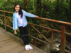 Sylvinha Peixinhos (mag_lomardo) Tags: kid fashion water pucrio sylvia sister stair bridge nature river