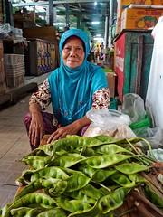 Yogya Market I (Jhaví) Tags: indonesia yogja yogjacarta mercado market woman mujer venderora vegetables vegetales green verde asia sothestasia city