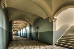 Beelitzer Heilstätten (Körnchen59) Tags: flur treppe corridor stairs beelitzerheilstätten lungenheilanstalt lostplaces urbex körnchen59 elke körner pentax k7
