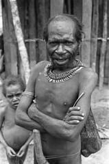 album2film170foto007 (Melanesian cultures) Tags: baliem baliemvallei sibil sibilvallei josdonkers eranotali wisselmeren papua irian jaya nieuwguinea ofm franciscanen minderbroeders missionaris