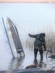 lago di Pusiano (Brianza) Italy (memo52foto) Tags: pescatori pescador pescasportiva pecheur fisherman fisker waders wathosen watstiefel stivalidigomma stivali stiefel stigvel bottes boots bottesdecaoutchouc botas botteux botasdegoma gummistiefel gummiwatstiefel rubberboots rubber rubberwaders