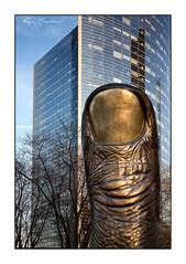 Le Pouce (Rémi Marchand) Tags: le pouce paris la défense sculpture césar bronze baldaccini nouveaux réalistes îledefrance