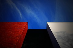 FUNDAmenT. (Warmoezenier) Tags: fundament koningshuis rood wit blauw red white blue colours kleuren nederland zeeland goes stones building gebouw architecture