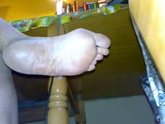 10112008082 (DolceaiPiedi) Tags: feet girl foot candid barefoot piedi ragazze amatorial amatoriali