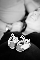 (Debora Marinho ;) Tags: brazil bw baby color love smile braslia brasil canon cores lago happy 50mm kid df heart amor pregnancy felicidade pb pregnant corao beb nenm sorriso feliz sul gravidez sapato ponto t2i semiria