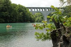 Schlauchboot ( Gummiboot ) auf der Rhne ( Fluss - River ) bei der Pont Butin ( Brcke - Strassenbrcke => Baujahr 1927 - Hhe 48m => Lnge 269m) im Kanton Genf - Genve in der Schweiz (chrchr_75) Tags: chriguhurnibluemailch christoph hurni schweiz suisse switzerland svizzera suissa swiss chrchr chrchr75 chrigu chriguhurni hurni140603 juni 2014 albumrhone rhone rhne fluss river wasser water gummiboot gummiboote schlauchboot schlauchboote boot jolle dinghy boat jolla canot  sloep bote albumschlauchbootegummibooteunterwegsinderschweiz 1406 juni2014 albumrhne albumrhneflussriver