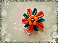 Orange and green for your brooch: what a sweet flower!   Arancio e verde per la vostra spilla: che fiore dolce!  Handmade kanzashi Fioridoriente #handmade #kanzashi #fioridoriente #orange #green #romantic #sweet #brooch #Jewelry #jewels #accessori #fabric (fioridoriente) Tags: flowers orange flores flower green fleur look fashion japan sweet handmade brooch flor moda jewelry fabric romantic fiori jewels fiore giappone brooches kanzashi accessori fioridoriente
