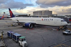 Delta 767 (andy_66725) Tags: seattle usa plane us washington aviation jet delta boeing ge 767 b767