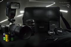 Equipo Fotografico (rickytokes) Tags: lightpainting luz nikon kodak flash fujifilm analoga tapa fotografia lentes maleta strobo equipo exposición quantaray n65 lenta rollos cargador strobist yongnuo