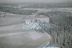 Bjerke vest for Verningen (Vestfoldmuseene | Vestfold Museums) Tags: norway larvik vestfold flyfoto lingum bjerke grdsbruk widere sandtra grdsdrift skrfoto fjellangerwidere grdsbygninger klgarsen lingumvestre lindhjemveien kruksen vestfoldmuseene