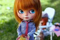 Ooh is that for me? (voo_doolady) Tags: food chicken lunch plate bbq blythe barbeque et extraterrestrial happyfathersday hamburgerandfries holagominola