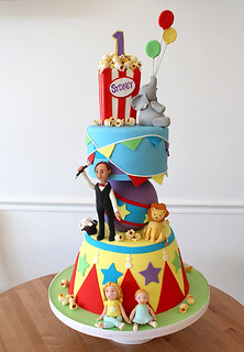 Circus Carnival Sculpted Cake med