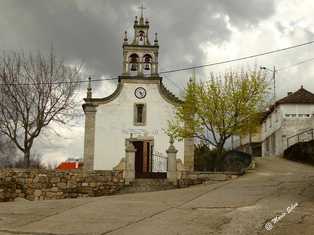 Águas Frias (Chaves) - ...igreja matriz em dia cinzento ...