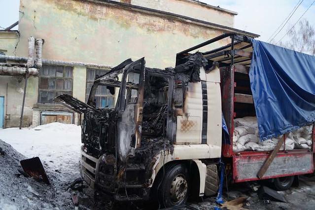 ВСызрани шофёр разогрел обед вкабине грузового автомобиля исгорел