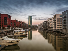 Frankfurt, Westhafen (verweile.doch) Tags: deutschland germany frankfurt westhafen water wasser tower turm hafen harbour gold blue town urban verweiledoch