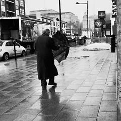 Chorégraphie improvisée... (woltarise) Tags: passant pluie parapluie reflets côtedesneiges chemin outremont montréal streetwise