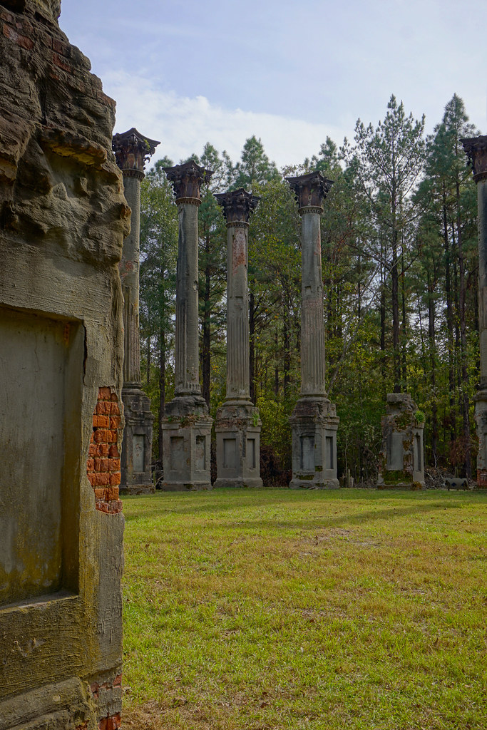 The world 39 s best photos of abandoned and plantation for Plantation columns
