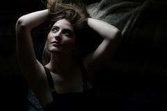 Le sens des annèes perdues (Be ppe) Tags: woman donna girl modella mazzarolo shadows light naturale oscurita mood ritratto portrait color colors black re red labbra eyes